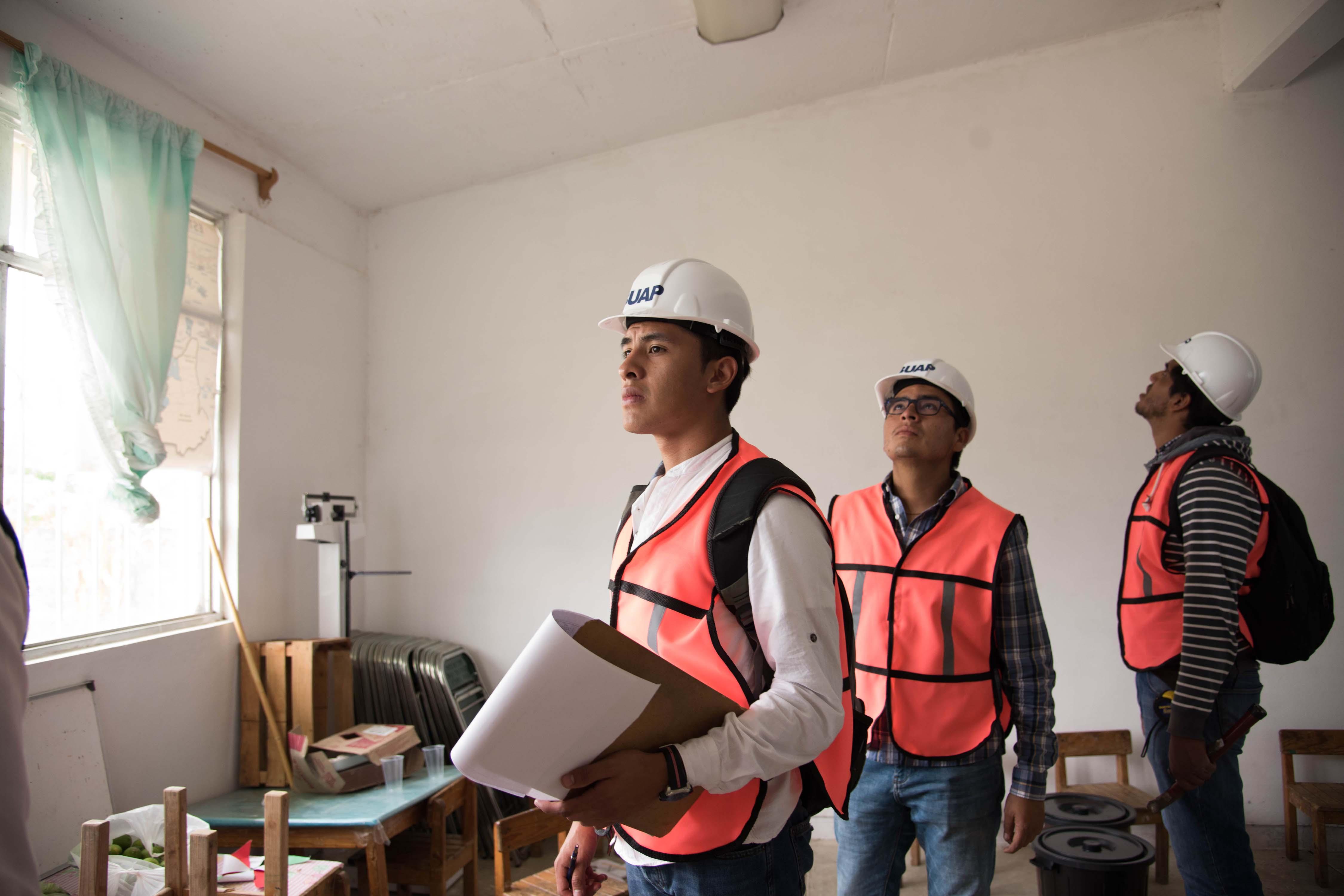 Estudiantes  BUAP valoran inmuebles en San Francisco Xochiteopan, Puebla