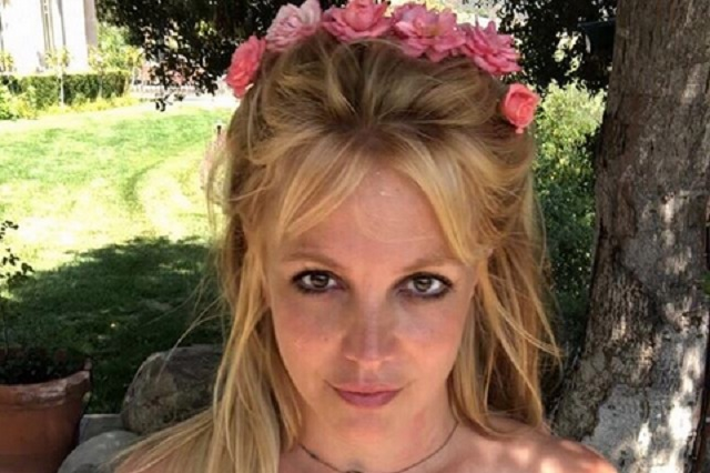 Britney Spears se muestra sin maquillaje se lanza contra Hollywood