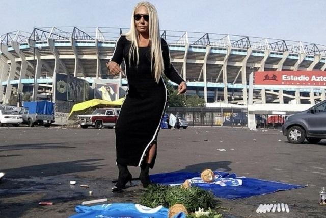 Bruja Zulema realiza un ritual para que el Cruz Azul se lleve el campeonato