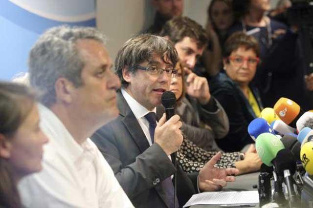 Carles Puigdemont se declara en Bruselas presidente legítimo de Cataluña