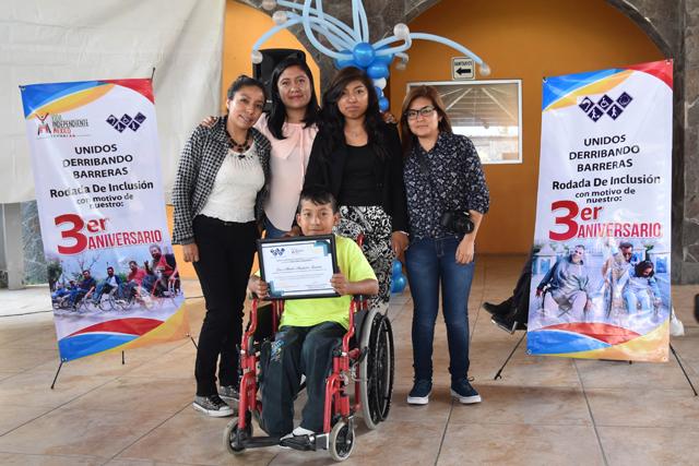 Alumnas BUAP preparan a personas con discapacidad para autosuficiencia