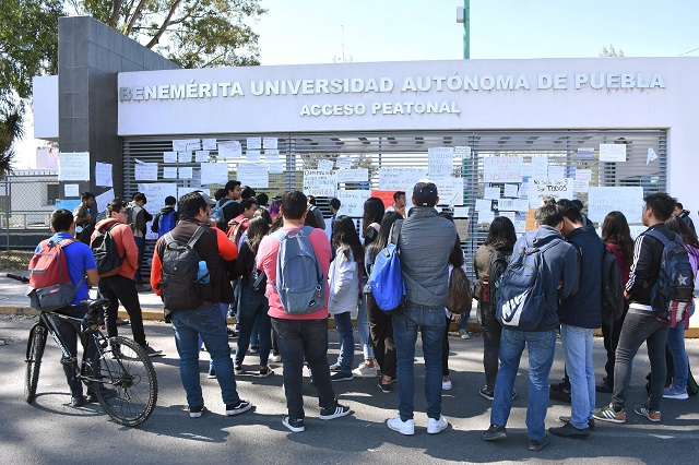 Mantienen estudiantes vigilancia en facultades de la BUAP