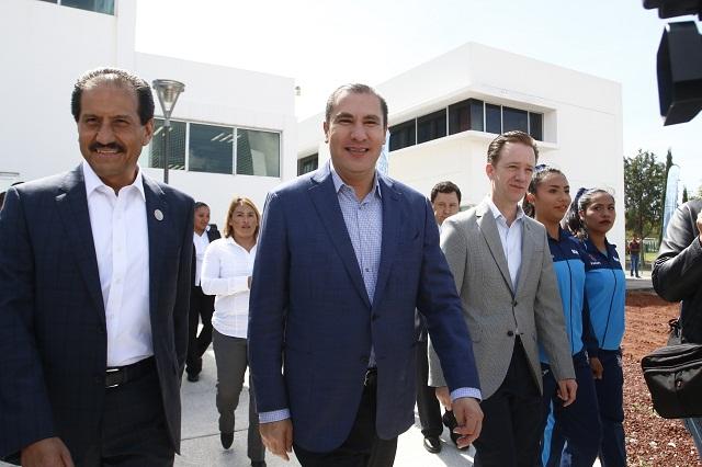 RMV, Esparza y Banck inauguran laboratorios en CU de la BUAP