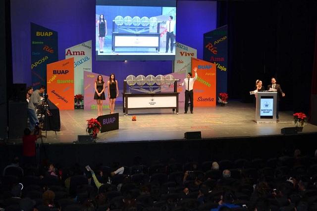 Mujeres se llevan los primeros premios del Magno Sorteo BUAP
