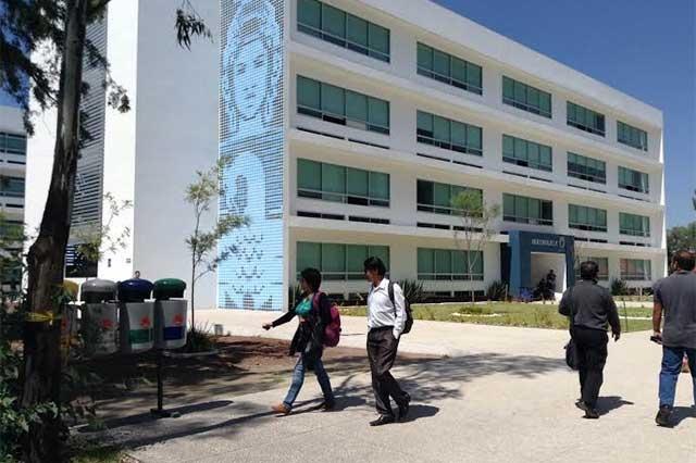 Alumnos de la BUAP se llevan becas estatales para tesis