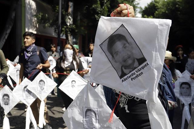 Alumnos de BUAP marcharon por los 43 normalistas de Ayotzinapa