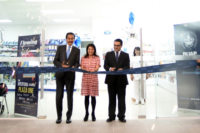 Inaugura Esparza vigésima sucursal de Farmacias Universitarias Fleming