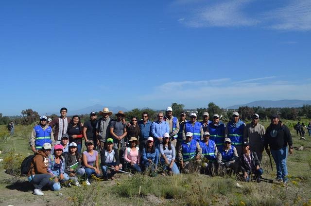 La BUAP y Cruz Azul siembran más de 14 mil especies en Tecamachalco