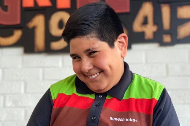 Niño cajero del Oxxo aparece en comercial de Burger King