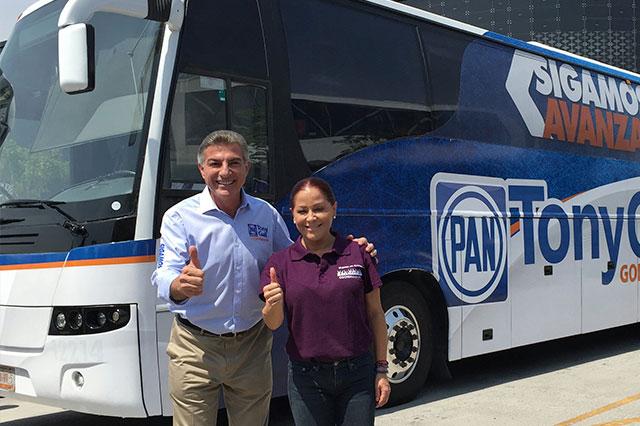 Invita Gali a ponerle nombre al autobús para sus giras de trabajo