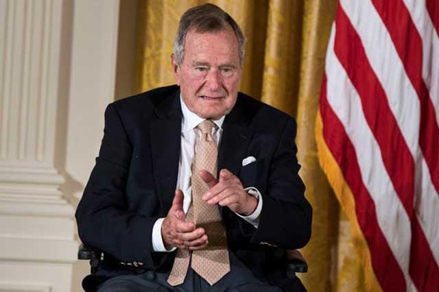 George H. W. Bush califica de fanfarrón a Trump y revela que votó por Hillary