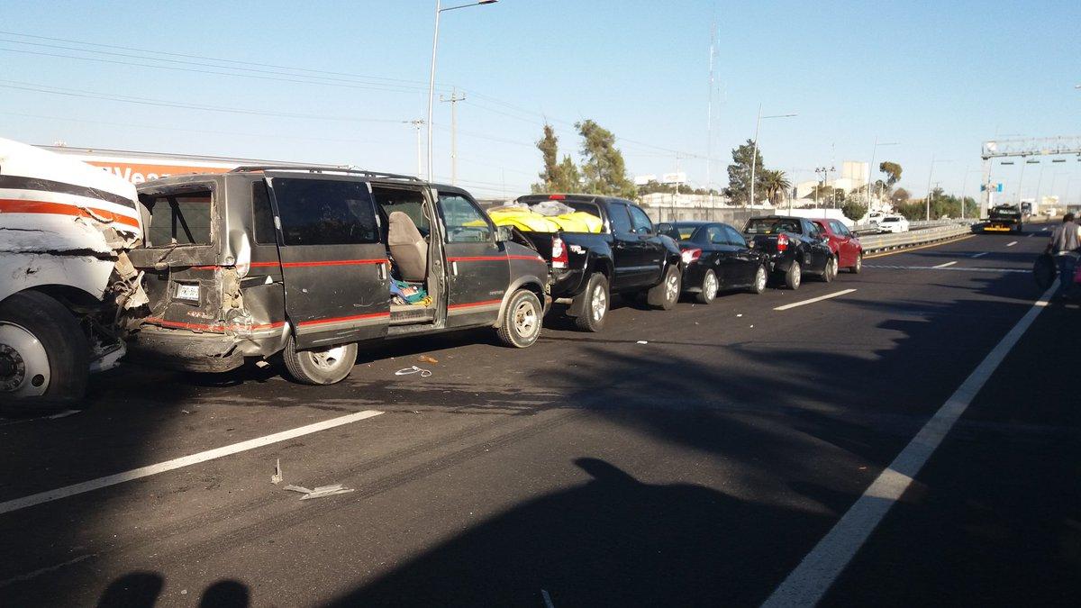 Carambola involucra a 11 vehículos en el Segundo Piso