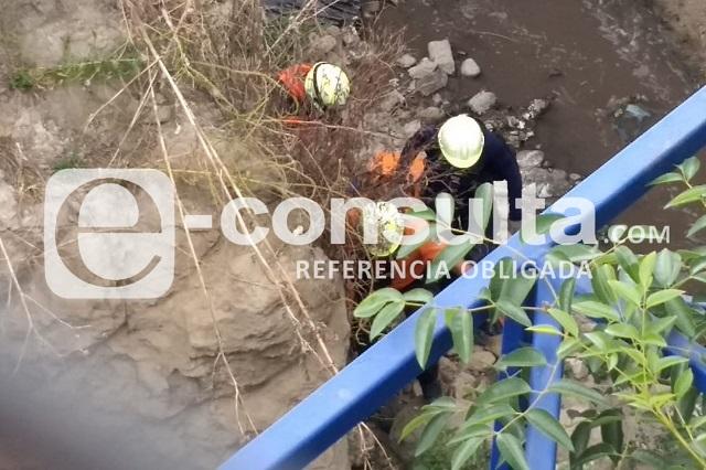 Rescatan a dos caídos en barrancas de Puebla