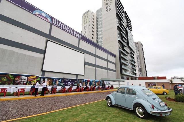 Poblanos abren autocinema en Lomas de Angelópolis