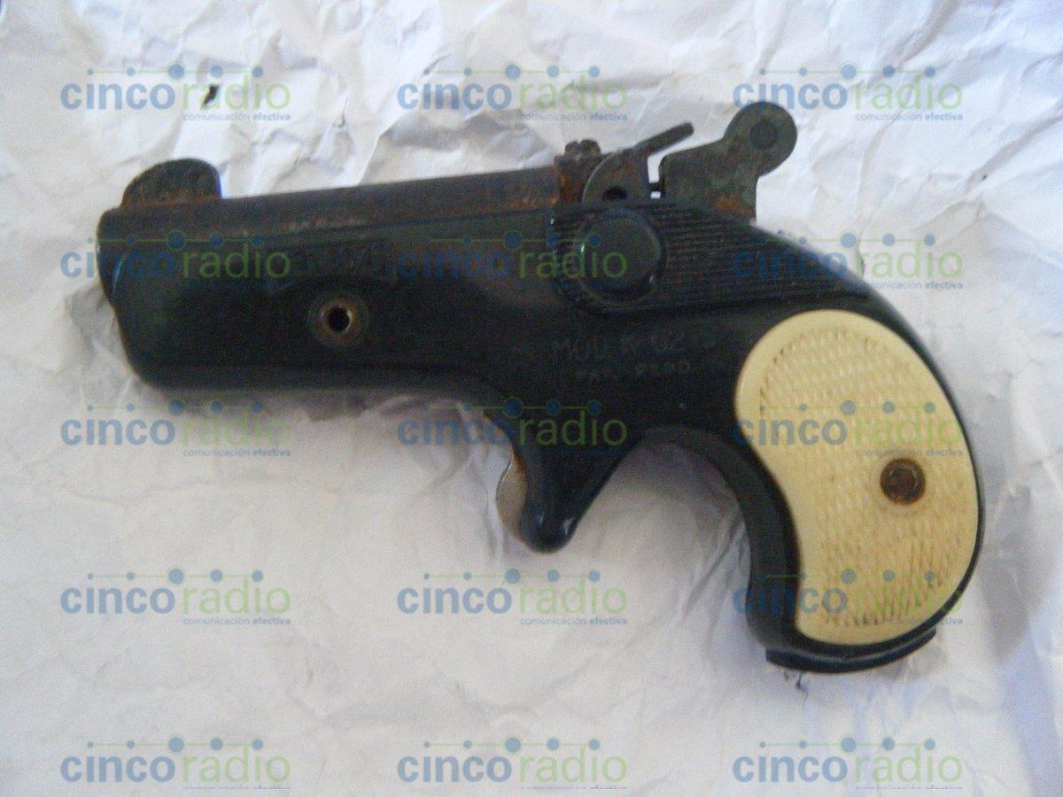 Encuentran pistola de diábolos a estudiante de primaria en Puebla