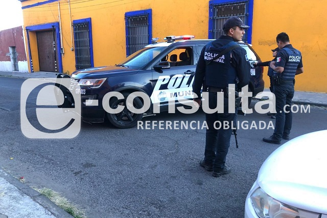 En busca de droga, FGE catea vecindad de La Mafia