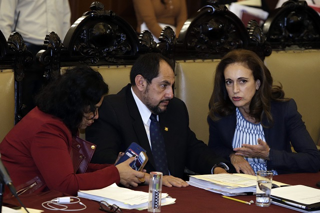 Balconean regidores a sus compañeros faltistas en Puebla