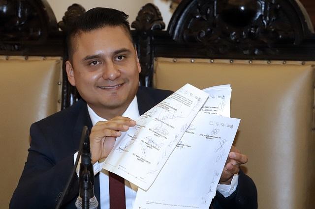 Pensar en reelección, aún no, dicen regidores a Rivera