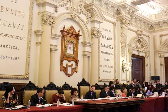 Sólo 2 de 25 regidores de Puebla cumplen al 100% con asistencias
