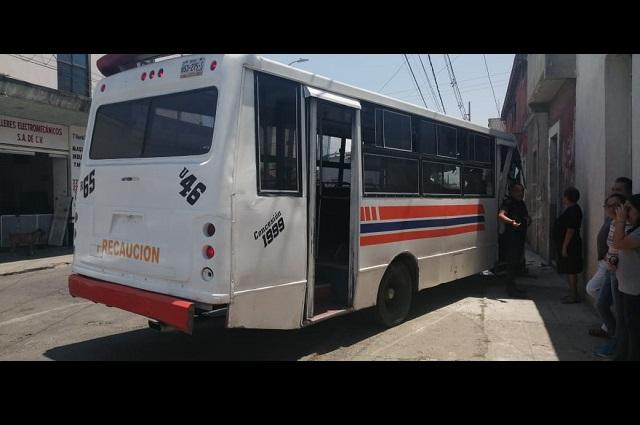 Por ir con el celular, chofer de Ruta 65 choca en Santa María