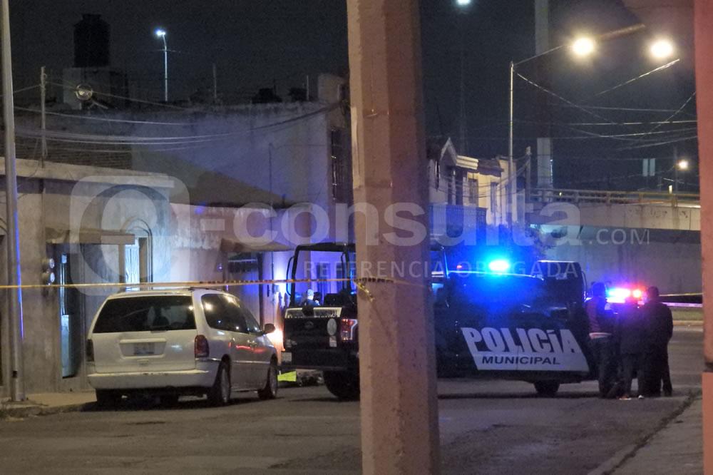 Tiran 2 cadáveres con narcomensaje cerca del Mercado Unión