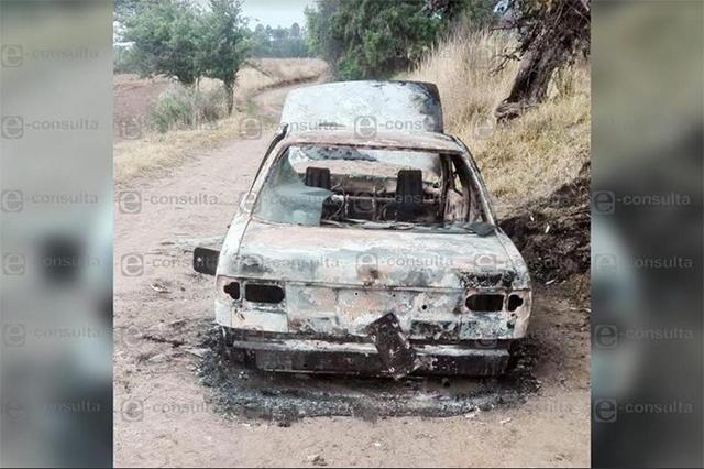 Queman vehículo con un cadáver en la cajuela, en Tlahuapan