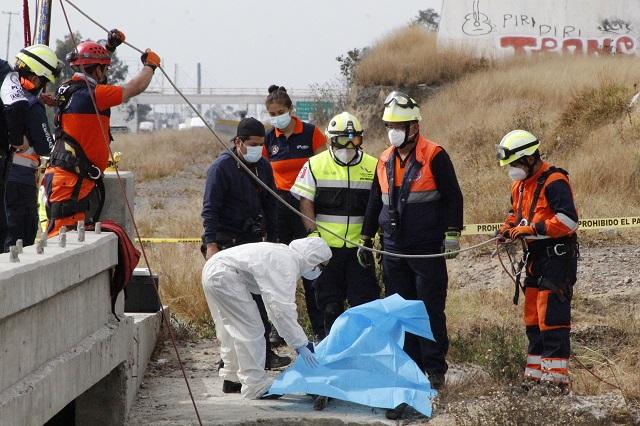 Hombre cae a barranca por obras en la Puebla-Orizaba