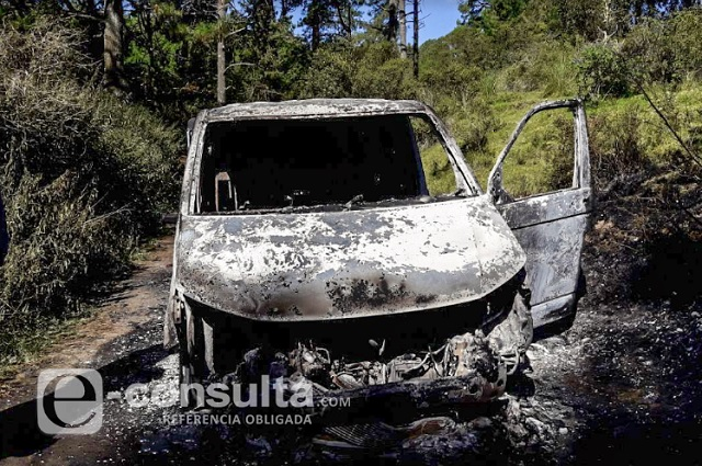 Calcinan camioneta con un cadáver a bordo, en Atzizintla