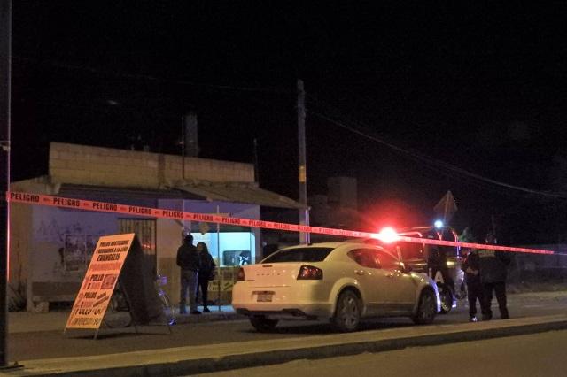 Dejan cadáver desmembrado en un auto en la Puebla-Tehuacán