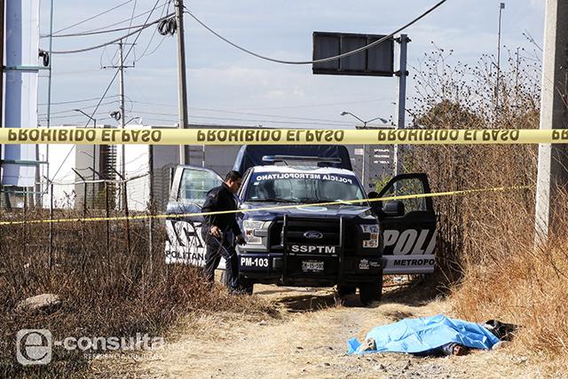 Arrojan dos cadáveres con mensajes frente al estadio Cuauhtémoc