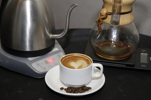 No es recomendable tomar café justo al despertar