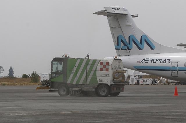 Suspende vuelos aeropuerto de Puebla por caída de ceniza