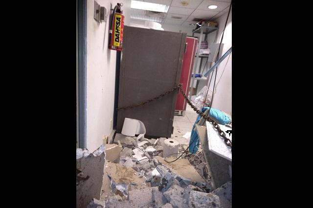 Comando intenta robar banco con una máquina excavadora