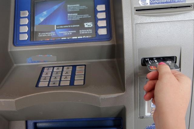 Advierte el FBI a bancos posible hackeo a cajeros automáticos