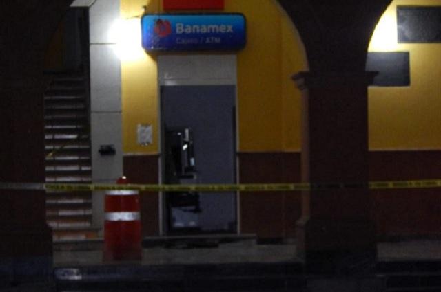 Asaltan comandancia, roban armas y cajeros en Miahuatlán