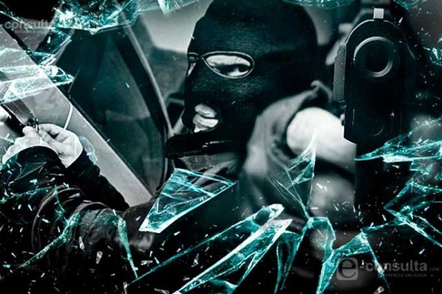 Comando saquea dos cajeros automáticos en Canoa