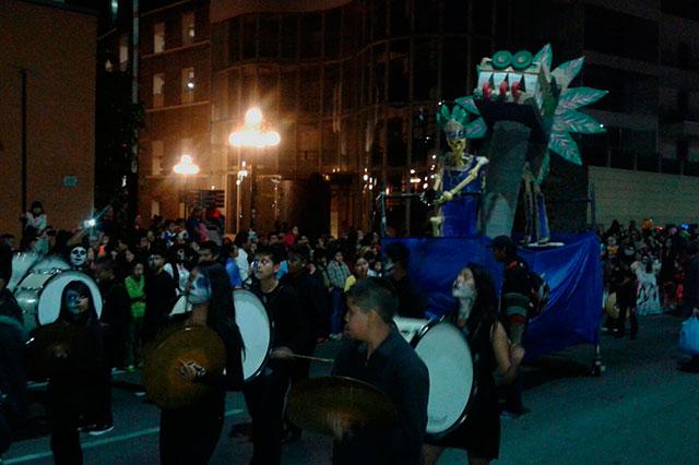 Realizan Desfile de Calaveras en bulevar 5 de Mayo