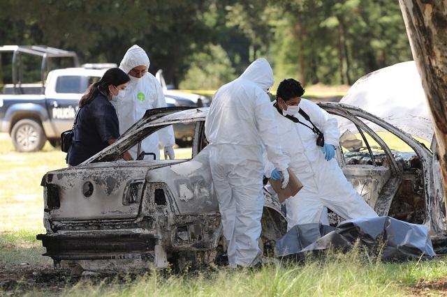 Calcinan cadáver en un vehículo, en Acajete