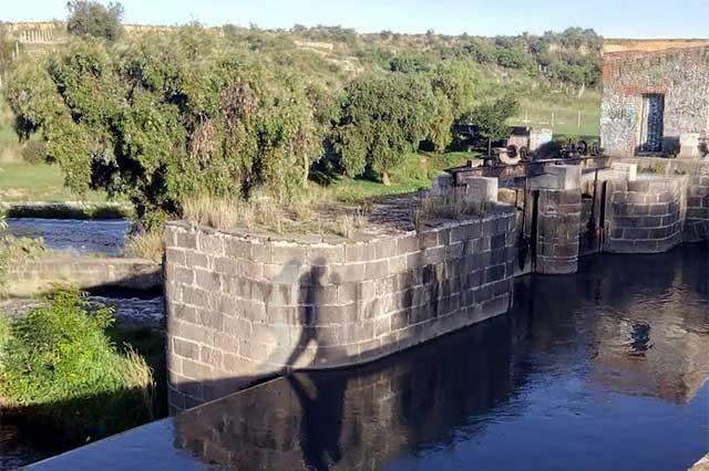 Comité de agua en Caleras auspicia contaminación del Atoyac