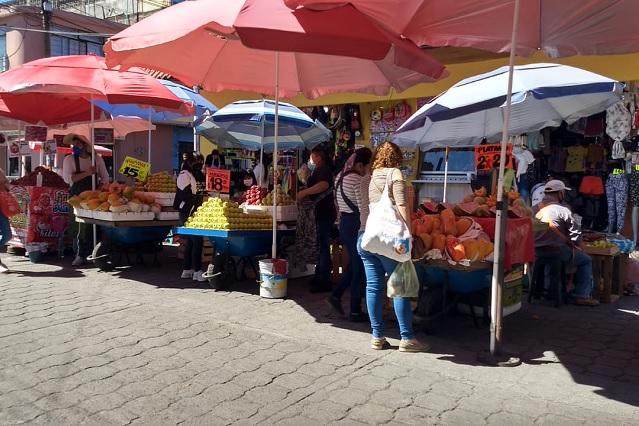 Regresan ambulantes a La Corregidora con permiso de comercio y abasto