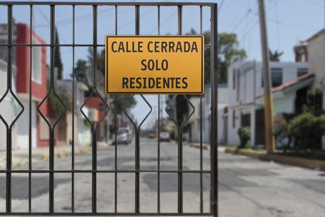 Arman expedientes contra rejas que bloquean calles en Puebla capital