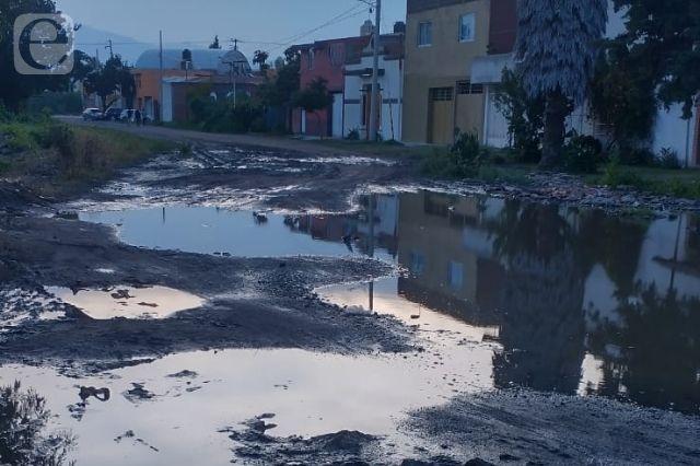 Denuncian calles deterioradas en Santa María Xixitla