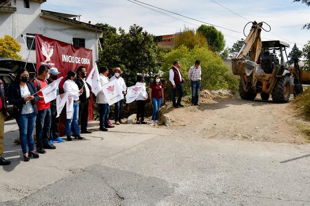 En Cuautlancingo rehabilitan alcantarillado de calle Margaritas