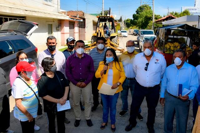 Lupita Daniel entrega e inicia obras de impacto social en Cuautlancingo