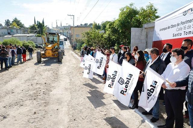 Inician pavimentación de la 16 de Septiembre en Santo Tomás Chautla