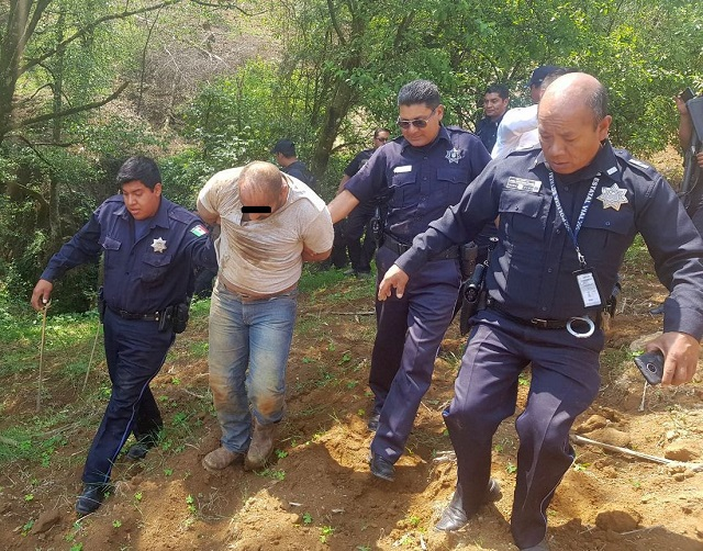 Policía estatal vial recupera tractocamión en Teziutlán