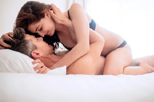 4 movimientos con los que lo volverás loco en la cama