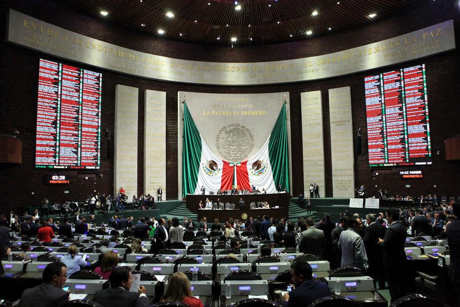 Diputados avalan la ley de publicidad y opositores la llaman #LeyChayote