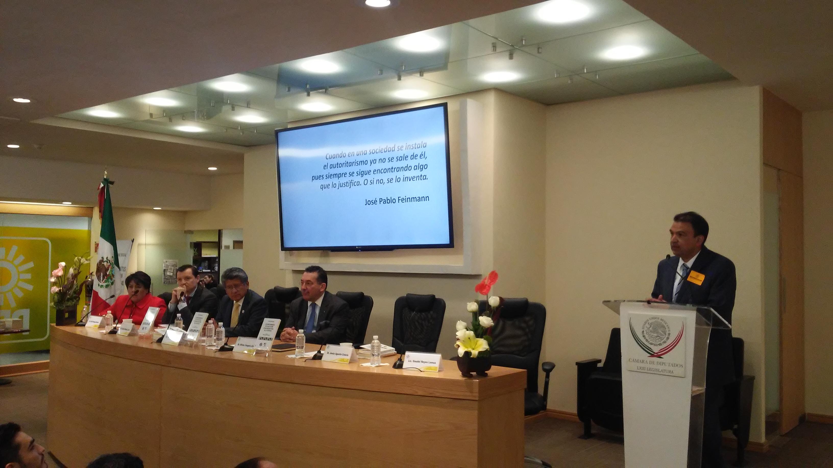Presenta obra maestro de la ELDP en la Cámara de Diputados