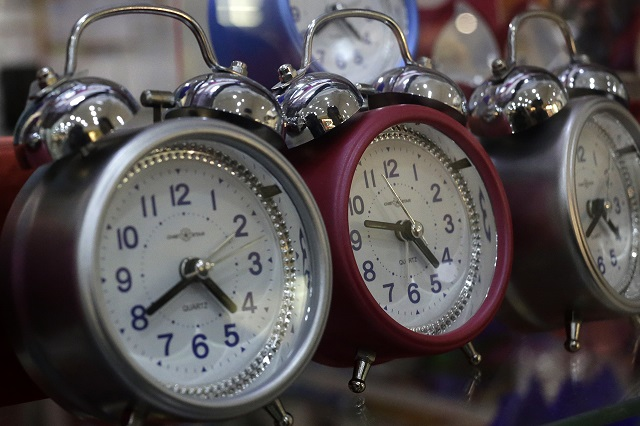 ¿Por qué se realiza el cambio de horario y por qué a las 2 de la mañana?